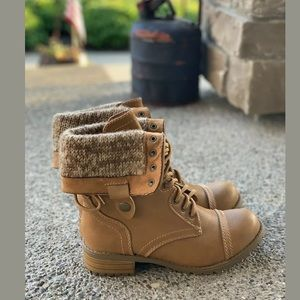 SODA Fold Over Ankle/Mid Calf Lace Up Boots Size 7